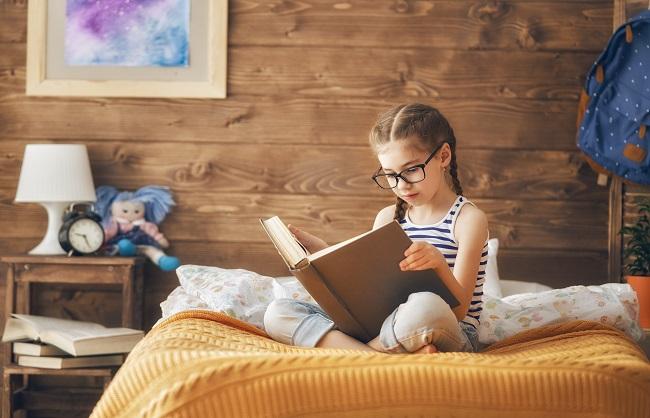 Dlaczego dzieciom warto czytać książki po angielsku? Kilka zalet